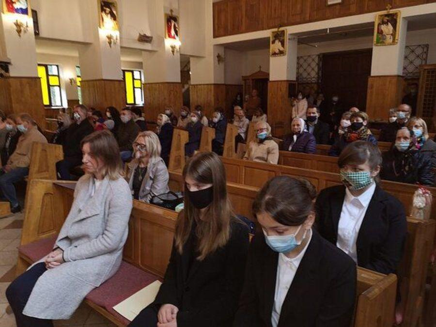Ludzie na mszy