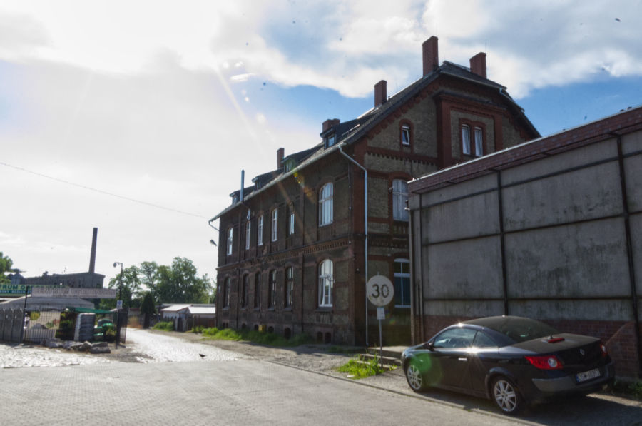 widok budynku od strony ul. Armii Krajowej
