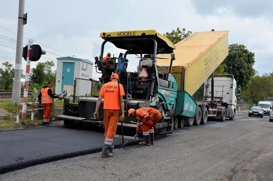 Wylewanie asfaltu