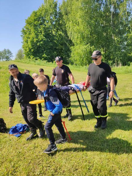 Strażacy demonstrują pierwszą pomoc