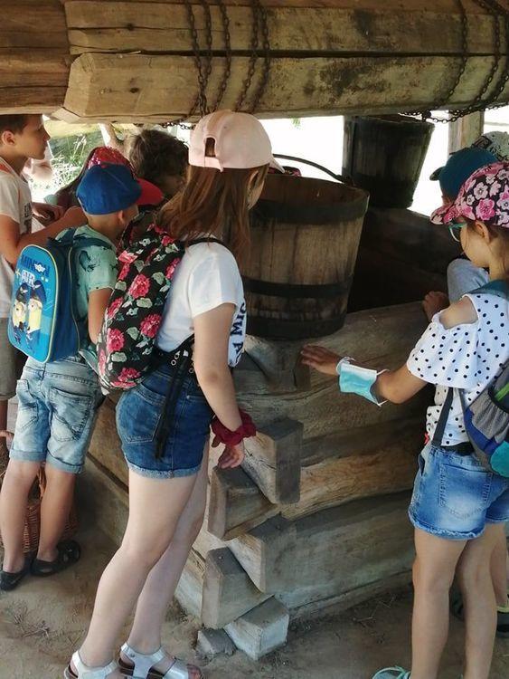 Uczniowie klas drugich zwiedzają Muzeum