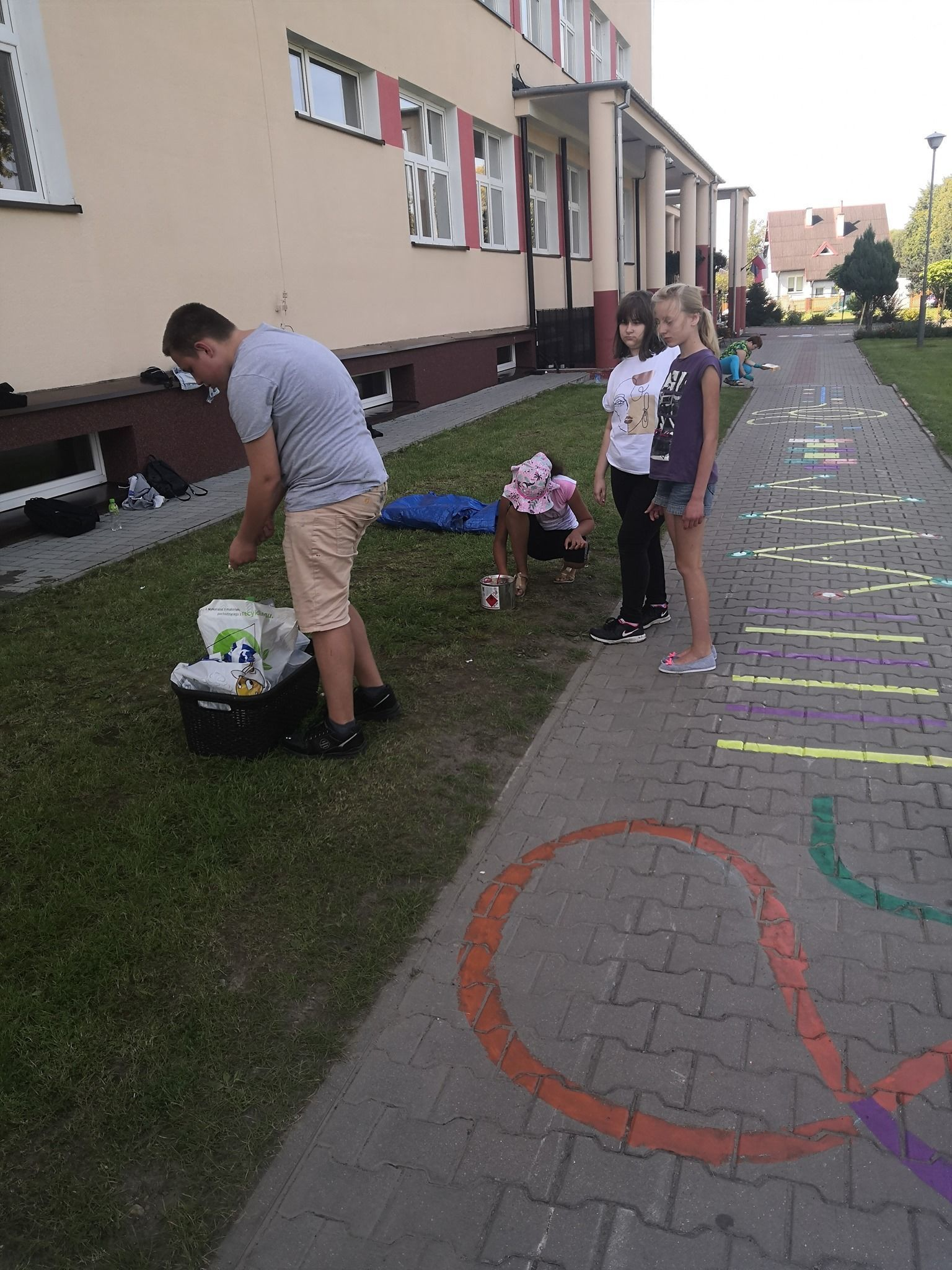 Malunki gier na chodniku