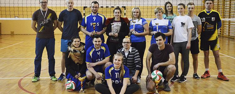I turniej piłki siatkowej drużyn mieszanych o puchar Wójta gminy Abramów.