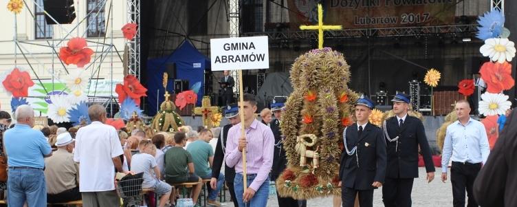 Podczas Dożynek Powiatowych w Lubartowie w dniu 27 sierpnia 2017r.  Gminę Abramów reprezentowała delegacja mieszkańców Wolicy.
