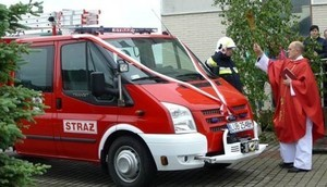 Fotorelacja -uroczystość poświęcenia samochodu ratowniczo - gaśniczego