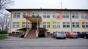zdjęcie budynku szkoły podstawowej w Kłodnicy Dolnej