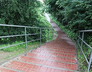 Modernizacja schodów na dojściu do przedszkola na os. Lotnisko