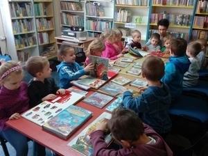Pojazdy specjalistyczne – lekcja biblioteczna dla przedszkolaków