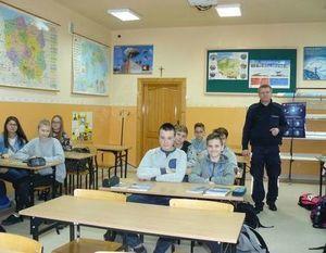 Kolejne spotkanie uczniów klas gimnazjalnych oraz klas siódmych Szkoły Podstawowej z przedstawicielem Policji w Dęblinie