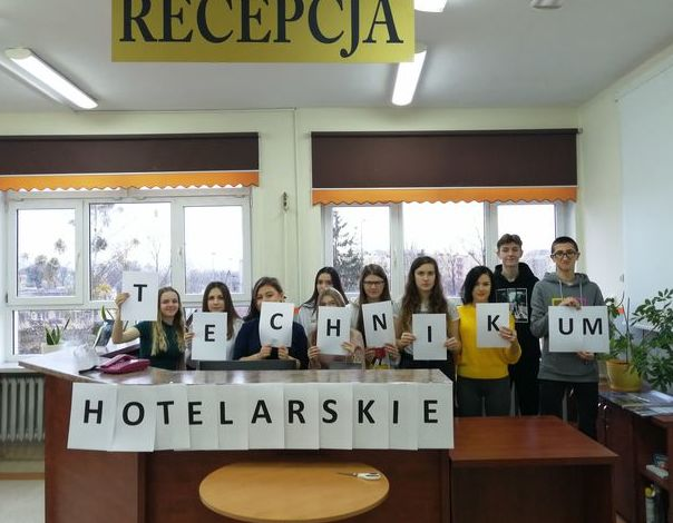 Technikum Hotelarskie w Zespole Szkół Zawodowych nr 2 w Dęblinie ze srebrną tarczą w rankingu Perspektyw