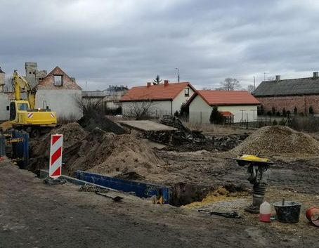 Modernizacja sieci wodociągowych rozdzielczych wraz z przyłączami wodociągowymi i budowa sieci kanalizacji sanitarnej wraz z przyłączami kanalizacyjnymi w osiedlu Michalinów w Dęblinie