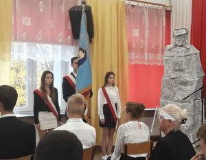 fragment zdjęcia z fotorelacji Ślubowanie uczniów klas pierwszych ZSZ nr 1- uczniowie ze sztandarem