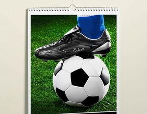 Kalendarz na ścianie zdjęcie nogi na piłce do nogi