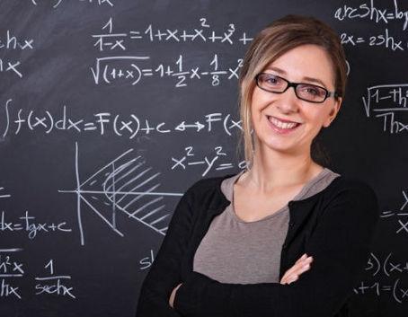 Nauczycielka przy tablicy