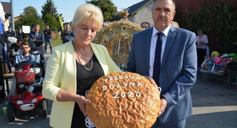 Władze gminy z chlebem