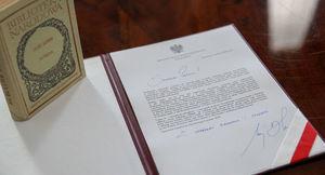 Pismo podpisane z książką balladyny