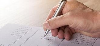 Na zdjęciu podpisywanie dokumentu