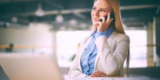 Osoba udzielająca konsultacji przez telefon