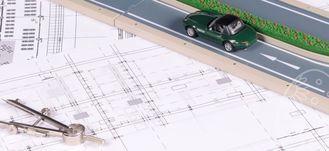 Plany, samochód, droga i cyrkiel