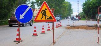 Znak Roboty drogowe na drodze