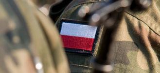 flaga polski na  mundurze wojskowym