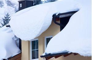 Obowiązki właścicieli i zarządców obiektów budowlanych w sprawie potencjalnego zagrożenia bezpieczeństwa zalegających na dachach śniegiem