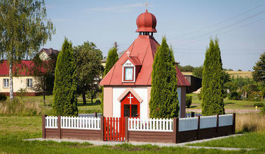 Murowana kapliczka przydrożna z 1910 r.