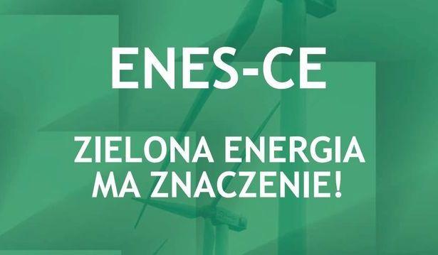 Napis na zielonym tle- ENES-CE zielona energia ma znaczenie