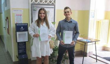 Zdjęcie prezentuje dwoje stypendystów z ZSP w Niemcach