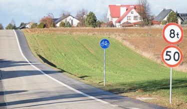 Na zdjęciu ścieżka rowerowa w Jakubowicach Konińskich