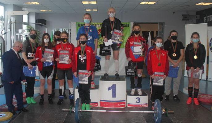 Zdjęcie przedstawia medalistki zawodów w Biłgoraju