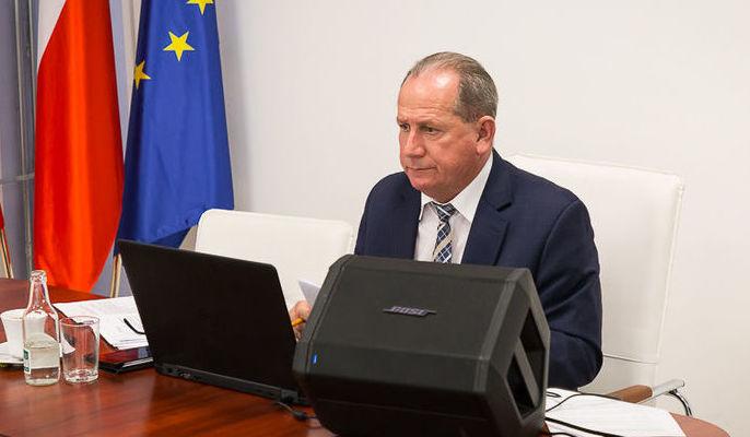 zdjęcie przedstawia Przewodniczącego Rady Gminy Niemce