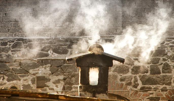 Na zdjęciu dymiący komin
