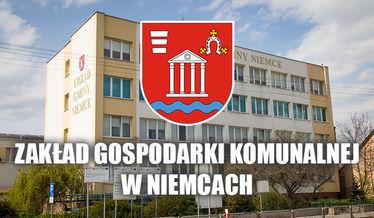 Herb gminy i napis Zakład Gospodarki Komunalnej w Niemcach na tle budynku urzędu gminy
