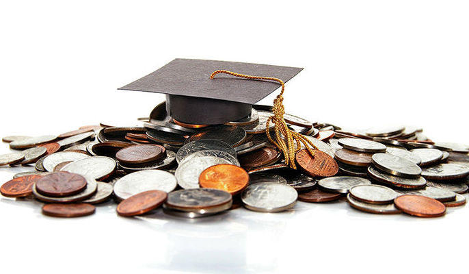 Grafika ogólna- monety na nich czapka absolwenta.