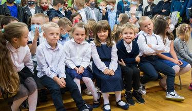 Na zdjęciu grupa uczniów z Nasutowa