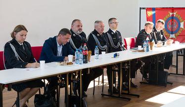 Na zdjęciu stół prezydialny zjazdu