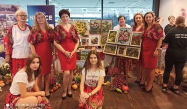 Zdjęcie grupowe KGW Niemce podczas pobytu na Narodowym