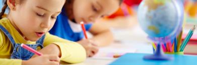 dzieci podczas nauki