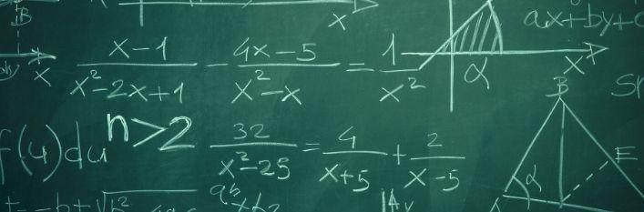 Tablica z równaniami matematycznymi