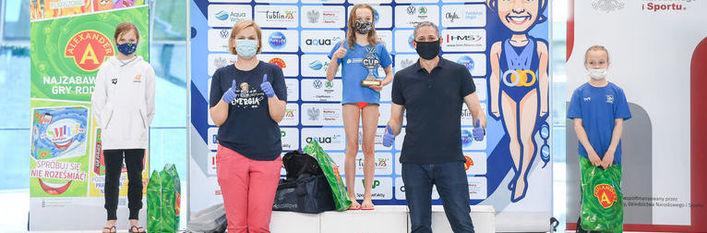 Zdjęcie dzieci na podium