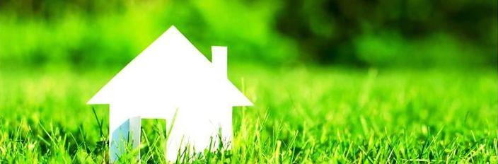Dom na trawie z papieru