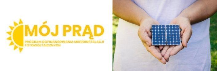 Grafika, zdjęcie osoby trzymającej małe panele fotowoltaiczne w dłoniach i logo programu Mój Prąd