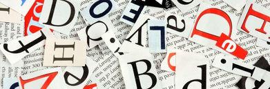 Litery powycinane z gazety