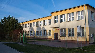 Budynek szkoły w Czerniejowie