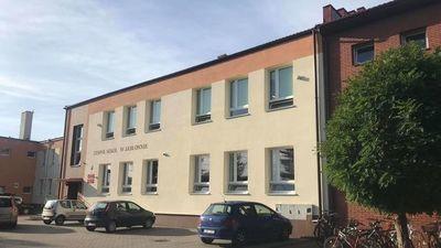 Budynek szkoły w Jabłonnie