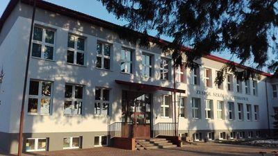Budynek szkoły w Piotrkowie