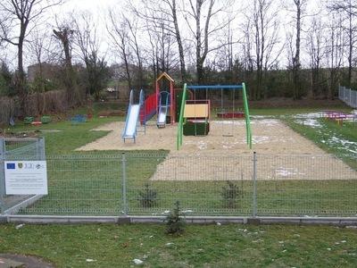 Urządzenie placów zabaw przy Szkołach Podstawowych w Jabłonnie i Czerniejowie
