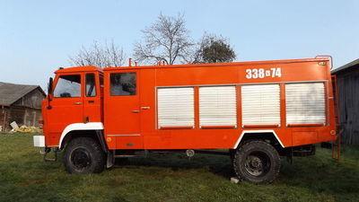 Czerwony samochód strażacki, ciężarowy