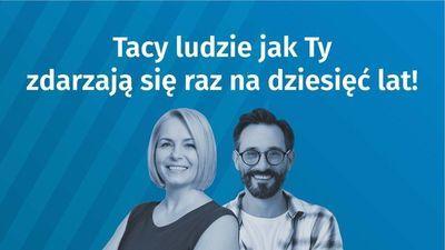 Grafika Narodowy Spis Powszechny,, tekst na niebieskim tle Tacy Ludzie jak ty zdarzają się raz na dziesięć lat! Zdjęcie kobiety i mężczyzny